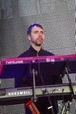 Stanislav Lavryk, синтезатор; Рок-группа Arsen Mirzoyan, живет на отверстии фонтана Roshen, Vinnytsia, Украины, 29 04 2017 Стоковое Изображение RF