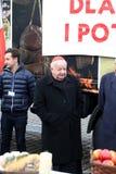 Stanislaw Dziwisz cardinal pendant le réveillon de Noël pour pauvre et sans abri sur le marché central à Cracovie Image libre de droits