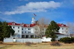 Stanley Hotel i Estes Park, Colorado på en solig nedgångdag Royaltyfria Foton