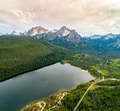 Stanley Lake Idaho med Sawtoothbergsommar Fotografering för Bildbyråer