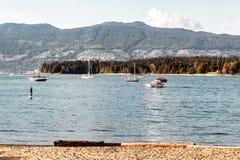 Stanley Park och den västra Vancouver sikten från Kitsilano sätter på land i skåpbil Arkivbild