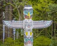 Stanley Park Vancouver - totempålarna - VANCOUVER - KANADA - APRIL 12, 2017 Royaltyfri Bild
