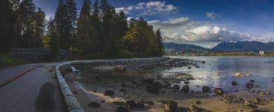 Stanley parka nadmorski ścieżki i lew bramy most Fotografia Royalty Free