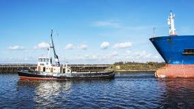 Stanlow炼油厂和布罗尼堡上油运输船如被看见从全国水路博物馆 库存图片
