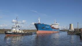 Stanlow炼油厂和布罗尼堡上油运输船如被看见从全国水路博物馆 库存照片
