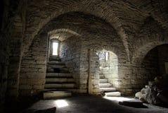 Sótano de piedra medieval Fotos de archivo
