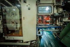 Stansad avfalls för maskinutskottsvarapapper Royaltyfri Foto