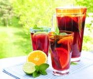 stansmaskin för fruktexponeringsglaskanna arkivfoton