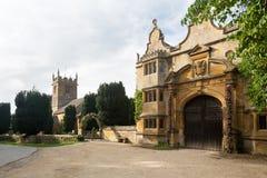 Stanway hus och St Peters kyrkliga Stanton Arkivbilder