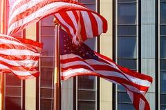 Stany Zjednoczone Ameryka flaga amerykańska podczas dnia niepodległości widoku przy Manhattan, Miasto Nowy Jork - NYC - zdjęcia stock