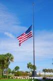 Stany Zjednoczone Ameryka flaga przy połówki personelem zdjęcia royalty free