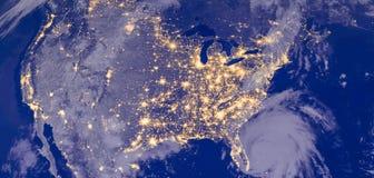 Stany Zjednoczone Ameryka zaświeca podczas nocy jako ono patrzeje jak przestrzeń od Elementy ten wizerunek meblują NASA zdjęcia royalty free