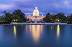 Stany Zjednoczone Capitol budynek przy mrocznym wirth odbiciem zdjęcia stock