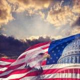 Stany Zjednoczone Capitol, flaga amerykańska i Łysy Eagle z wiekiem, fotografia royalty free