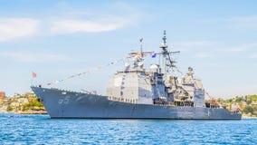 Stany Zjednoczone krążownika kotwicy przy Sydney schronieniem zdjęcie stock