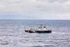 Stany Zjednoczone straży przybrzeżnej krajacz Anthony Petit Blisko Ketchikan zdjęcie royalty free