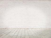 Stanza con la parete di mattoni bianca Fotografia Stock
