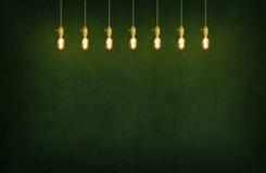 Stanza con le lampade di pendente ed il fondo della lavagna Fotografia Stock