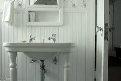 Stanza da bagno bianca Fotografia Stock Libera da Diritti