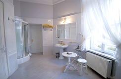Stanza da bagno bianca Fotografia Stock