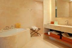 Stanza da bagno contemporanea dell'hotel Immagine Stock Libera da Diritti