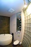 Stanza da bagno interna moderna   Immagine Stock