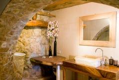 Stanza da bagno rustica in oro Immagine Stock