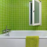 Stanza da bagno verde immagini stock libere da diritti