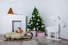 Stanza decorata con le decorazioni di Natale Fotografia Stock