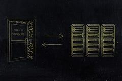 Stanza del server con la porta semiaperta ad accesso ai dati ed alle frecce Fotografia Stock Libera da Diritti