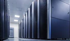 Stanza del server di rete con i computer per le comunicazioni digitali e Internet del IP della TV Fotografie Stock Libere da Diritti