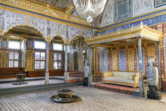 Stanza del trono dentro la sezione dell'harem del palazzo di Topkapi, Costantinopoli, Turchia Fotografia Stock