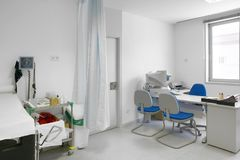 Stanza di consulto di medico ospedaliero Attrezzatura di sanità T medica fotografia stock