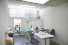Stanza di consulto di medico ospedaliero Attrezzatura di sanità Attrezzatura di trattamento medico fotografia stock
