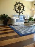 Stanza di famiglia con i pavimenti di legno Fotografia Stock