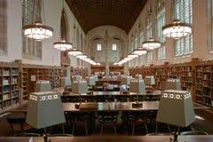 Stanza di lettura della libreria di istituto universitario Fotografia Stock Libera da Diritti