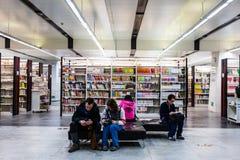 Stanza di lettura delle biblioteche Immagini Stock