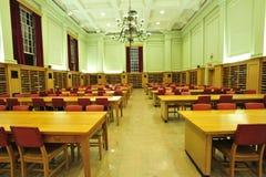 Stanza di lettura delle biblioteche Immagine Stock Libera da Diritti