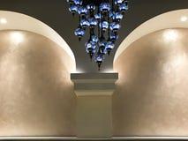 Stanza di lusso dell'interno del chandeller Fotografia Stock Libera da Diritti
