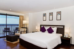 Stanza di lusso della serie della località di soggiorno dell'hotel con seaview Fotografie Stock Libere da Diritti