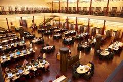 Stanza di studio nella libreria di condizione Fotografia Stock Libera da Diritti