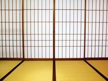 Stanza di Tatami con i portelli scorrevoli dello shoji fotografie stock libere da diritti