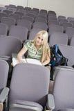 Stanza di Writing In Lecture dello studente di college Fotografia Stock