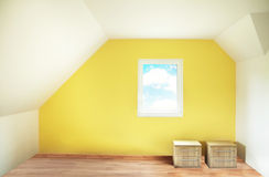 Stanza dipinta giallo vuoto Fotografia Stock