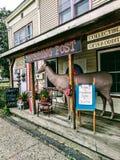 Stanza frontale di negozio rustica di caccia Immagini Stock