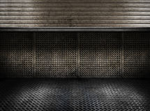 Stanza industriale delle zolle del metallo Grungy con il portello Immagine Stock Libera da Diritti