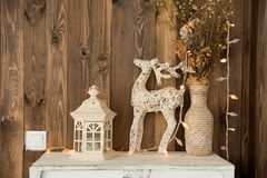 Stanza interna con un cervo, lampada fotografia stock libera da diritti