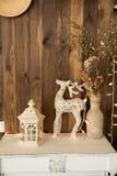 Stanza interna con un cervo, lampada fotografia stock