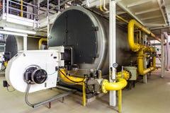 Stanza interna della caldaia a gas con le grandi caldaie e bruciatori Fotografia Stock Libera da Diritti