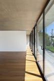 Stanza interna, grande finestra fotografie stock